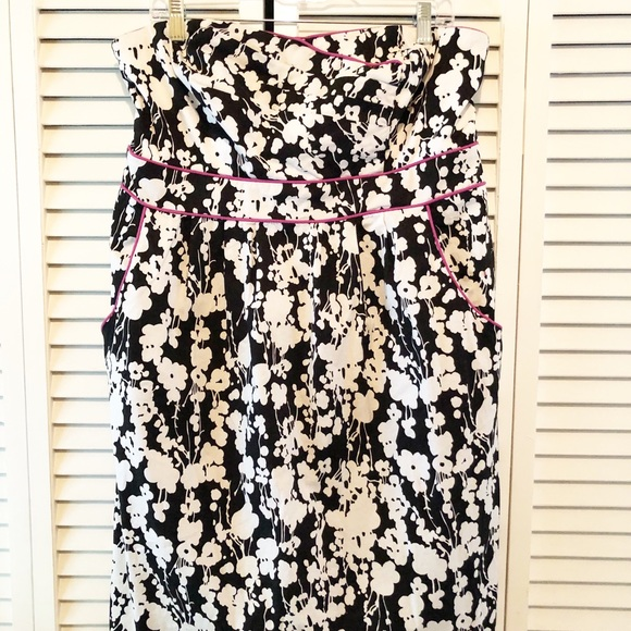 Maurices Dresses & Skirts - Strapless black & white dress with pockets!